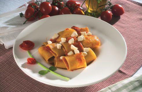 Paccheri con fiordilatte, pomodorini e basilico, un primo fresco e saporito