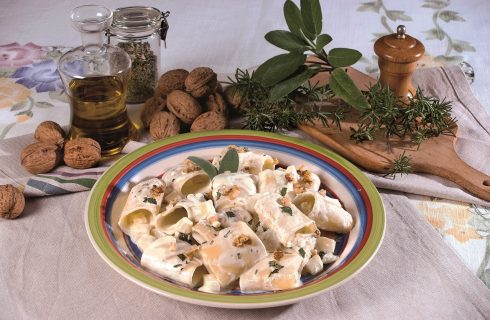 Paccheri con salsa di gorgonzola e patate, un primo sostanzioso e vellutato