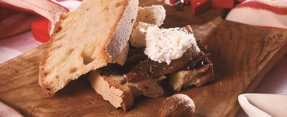 Panino al cioccolato fondente, pera caramellata, ricotta vaccina e noce moscata, un panino dolce sfizioso