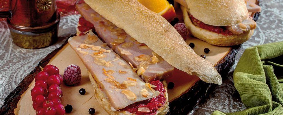 Panino prosciutto cotto e frutti rossi, un piatto agrodolce e sfizioso