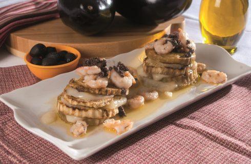 Parmigiana di gamberi con salsa di olive nere, un secondo piatto veloce e raffinato