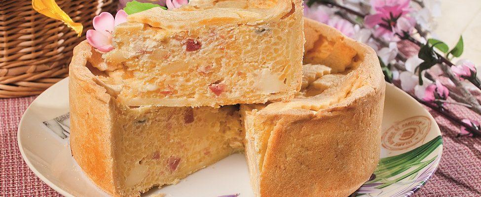 Pastiera di riso giallo ai quattro formaggi, una torta rustica dalla tradizione napoletana
