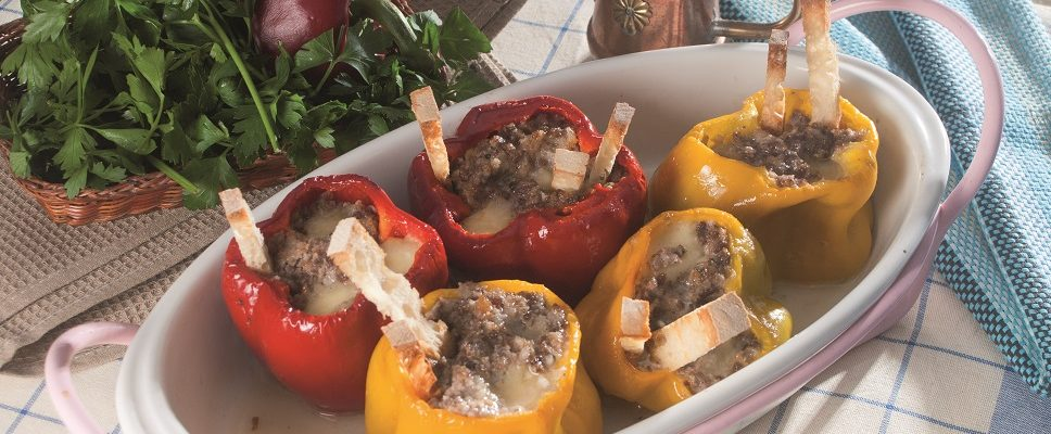 Peperoni ripieni di mortadella e salsiccia, un secondo piatto completo e sfizioso