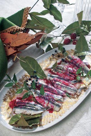 Pesce azzurro in carpione di frutti rossi, un secondo piatto delizioso e fresco