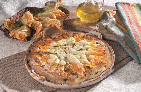 Pizza con fiori di zucca, ricotta di bufala e provola affumicata, una pizza vegetariana gustosa