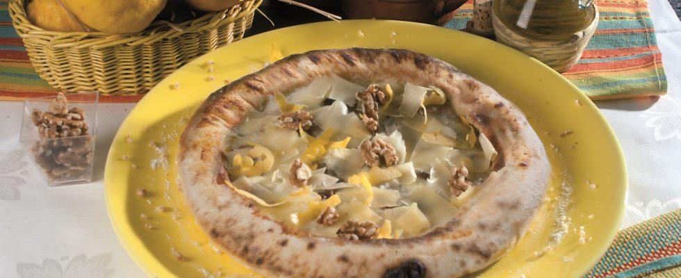 Pizza della Costiera, una pizza leggera con i sapori della Costiera Amalfitana