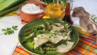Ravioli ai gamberi e asparagi con colatura di alici, un primo dal gusto intenso