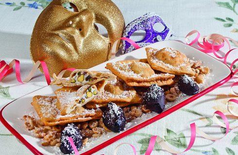 Ravioli fritti dolci con frutta secca e fonduta al cacao, un dolce di Carnevale delizioso