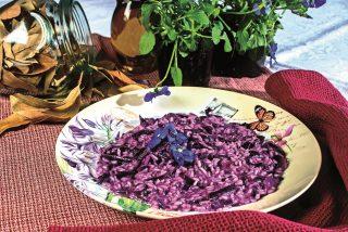 Risotto al cappuccio viola, taleggio e bonarda, un primo bello e saporito