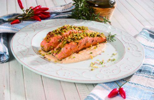 Salmone in crosta di pistacchi, un secondo veloce e nutriente