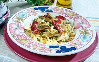 Tagliatelle ai carciofi e capocollo croccante, un primo piatto invernale