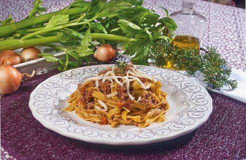 Tagliolini alla milanese con ragù espresso, un primo piatto sfizioso