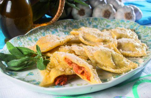 Tortelli del Mugello con burro e salvia, un primo piatto dal cuore della Toscana