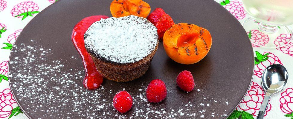 Tortino al cioccolato con albicocche grigliate: al barbecue