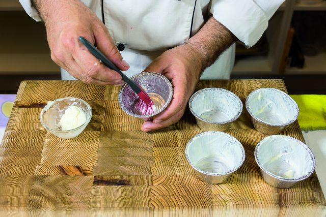 tortino-di-cioccolato-con-albicocche-grigliate-e-salsa-ai-frutti-rossi-a1957-5