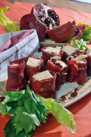 Uramaki bresciano con mandorle e melagrana, un antipasto freddo e sfizioso