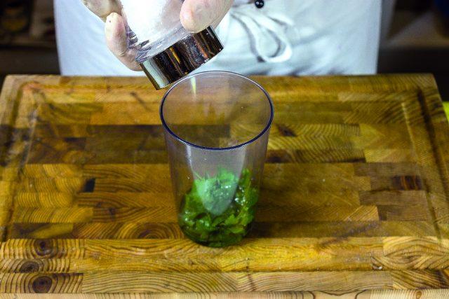 vellutata-di-piselli-con-seppioline-grigliate-e-salsa-al-prezzemolo-1919-2