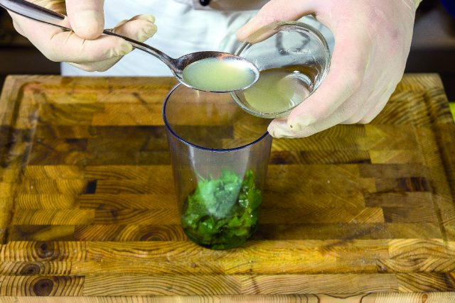 vellutata-di-piselli-con-seppioline-grigliate-e-salsa-al-prezzemolo-1919-3