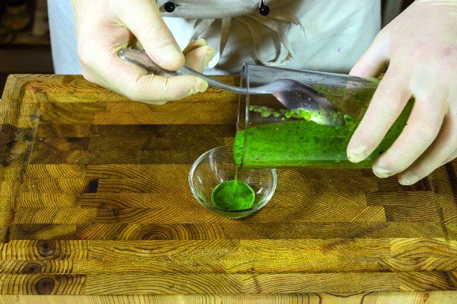 vellutata-di-piselli-con-seppioline-grigliate-e-salsa-al-prezzemolo-1919-5