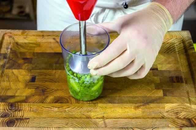 vellutata-di-piselli-con-seppioline-grigliate-e-salsa-al-prezzemolo-1919-9