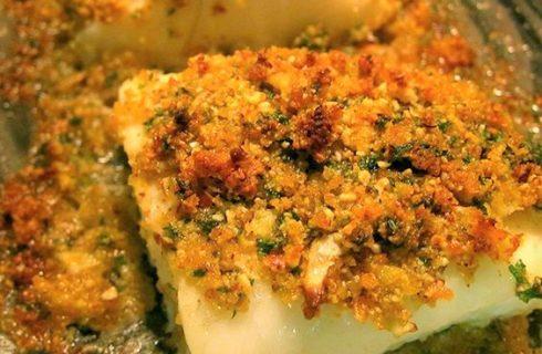 La ricetta dei filettidimerluzzo gratinati conpomodori secchi