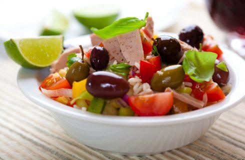 Insalata di riso con tonno e olive, la ricetta estiva