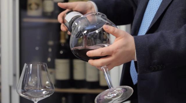 pipero-servire-vino