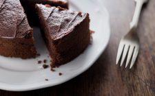 La torta al cioccolato con latticello per la colazione