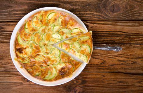 La ricetta della torta salata con zucchine e stracchino
