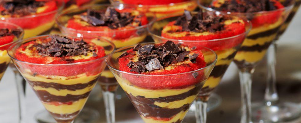 Zuppa inglese nei bicchierini, il dessert fresco per tutta la famiglia