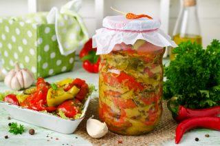 Peperoni sottolio piccanti, conserva pratica e veloce