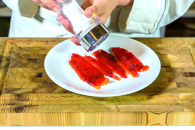 cosce-di-pollo-parmigiano-e-basilico-con-peperoni-grigliati-a1853-10