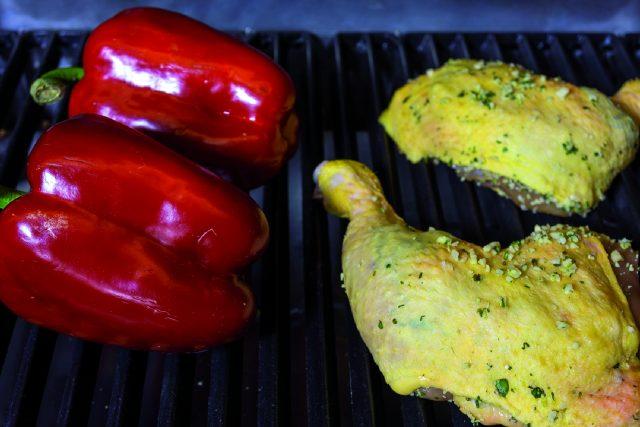 cosce-di-pollo-parmigiano-e-basilico-con-peperoni-grigliati-a1853-8