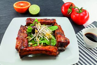 Costine tequila e pomodoro al barbecue: golose