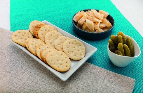 Cracker dolci-salati al barbecue: per l'aperitivo