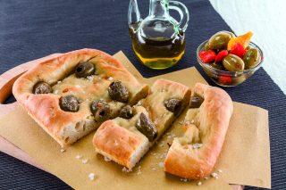Crescente alle olive piccanti al barbecue: per l'aperitivo
