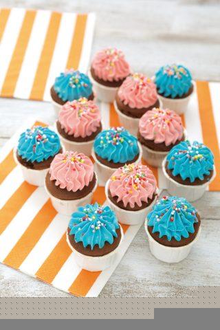Cupcake di compleanno, dolcetti allegri e colorati
