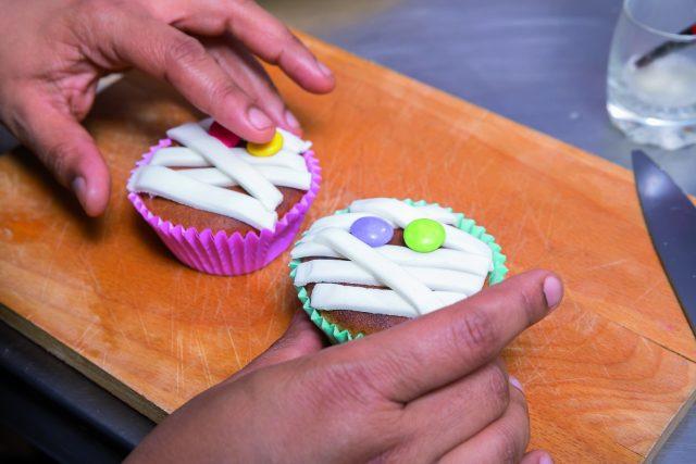 cupcake-mummie-a1713-14