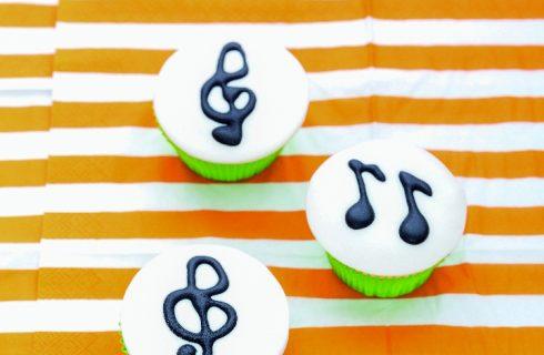 Cupcake allo yogurt con note musicali, deliziosi dolcetti americani
