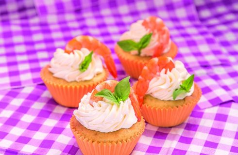 Cupcake pesto e gamberetti, un antipasto sfizioso e raffinato