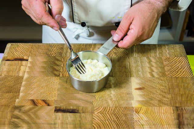 fagottino-di-crespella-con-tagliolini-alle-melanzane-e-crema-di-parmigiano-a1950-11