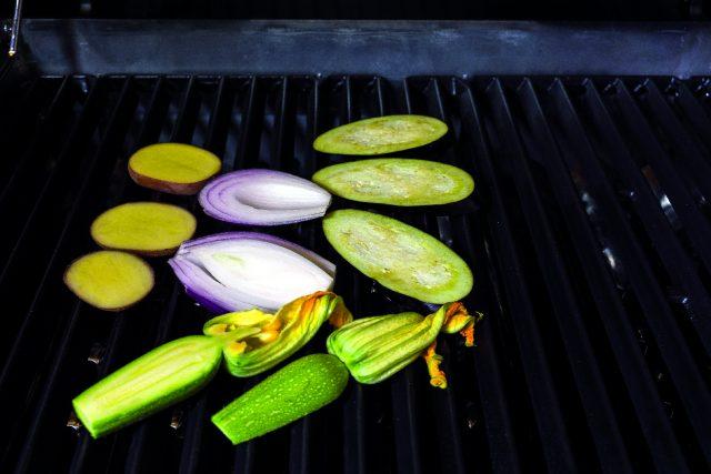 filetto-di-maiale-alle-erbe-con-insalata-di-verdure-grigliate-a1943-4