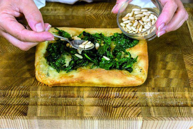 focaccia-al-gorgonzola-spinaci-saltati-e-pinoli-tostati-a1934-4