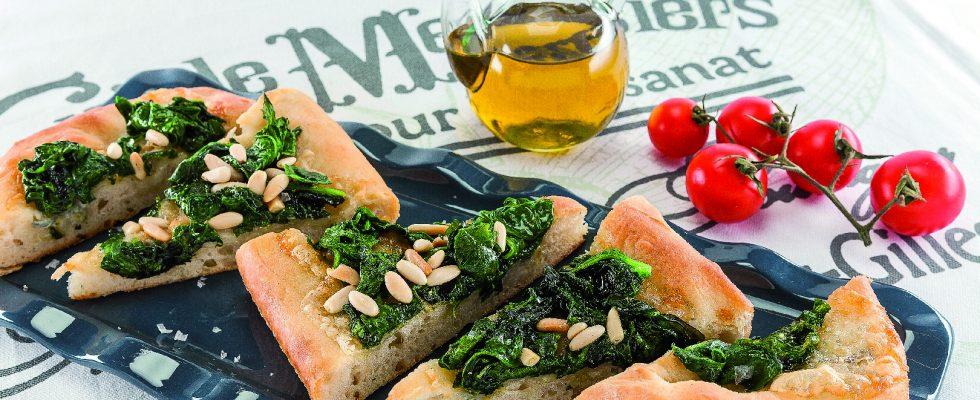 Focaccia al gorgonzola con spinaci e pinoli al barbecue