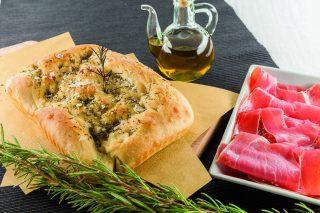 Focaccia al rosmarino al barbecue: per l'aperitivo