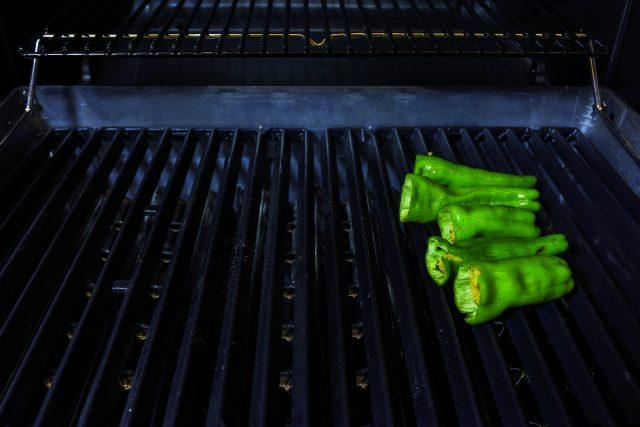 friggitelli-ripieni-con-salsa-di-acciughe-e-pane-croccante-a1990-3