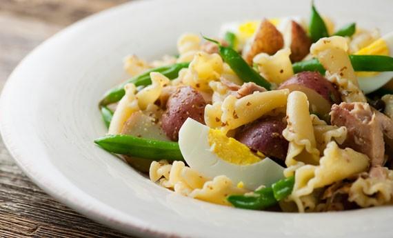 pasta-con-il-tonno-insalata-di-pasta-riccia-al-tonno-uova-e-fagiolini