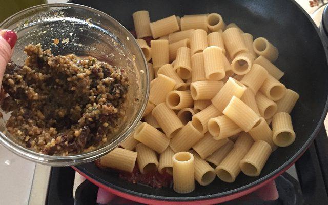 pasta-melanzane-noci-basilico-step-5