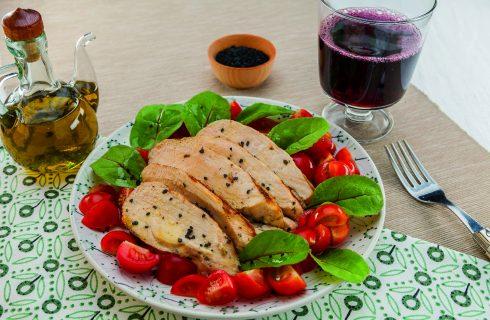 Petto di pollo aromatico al limone e rosmarino al barbecue