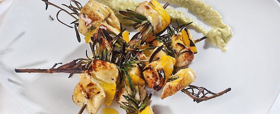 Spiedini di pollo al curry e peperoni, un secondo piatto sfizioso